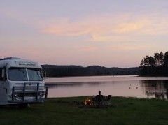Free camping by the lake - [Click for a Larger Image]